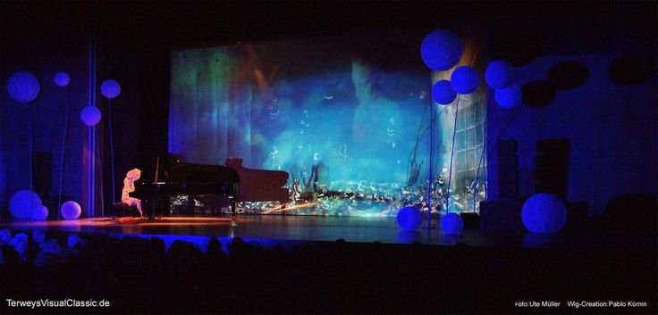 #Melancholy of Rain - a scene from our concert show #TerweysVisualClassic, music by #Chopin - #prelude #Raindrop. Many thanks to epicto GmbH, Günter Jäckle & @PabloKuemin !  Credits: technical direction: Christian Daum #lighting design & operator: Markus Diel #wig creation: #PabloKümin visual creation: A. & B. Terwey violin: Berenice Terwey piano: Philomela Terwey choreography: Nici Grandison photo by: Ute Müller  coat by #Schmuddelwedda #pumps by #WernerKern. #rain #raincoat #blue