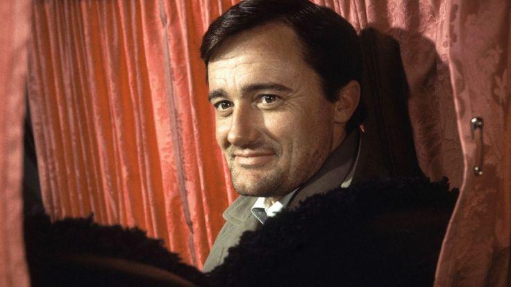 """Bekannt machte ihn seine Rolle in der Spionage-Serie """"Solo für O.N.C.L.E."""". Robert Francis Vaughn (* 22. November 1932 in New York City, New York; † 11. November 2016 in Ridgefield, Connecticut) war ein US-amerikanischer Schauspieler."""