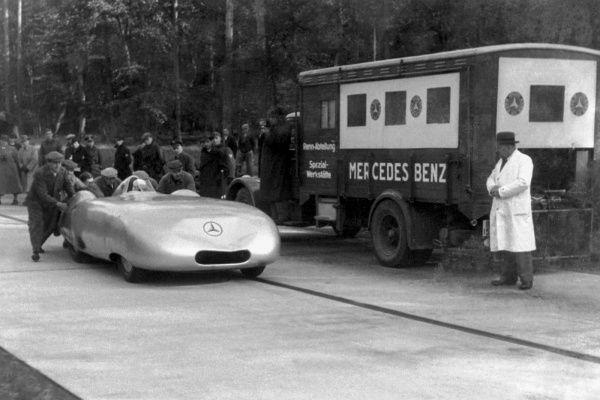 Mercedes von morgen: C-Klasse All-Terrain / Heute vor 80 Jahren: Caracciola Rekordjagd / Formel-1 Tippspiel