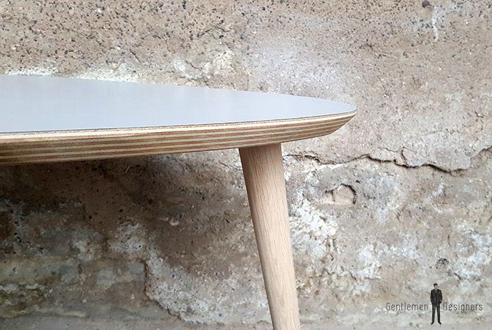 Table Basse Tripode Avec Un Plateau Gris Et Des Pieds En Chene Massif Table Basse Chene Massif Mobilier Design