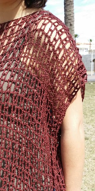 Patrón poncho/top de ganchillo - free crochet pattern in Spanish with chart at Al Sol, a mano.