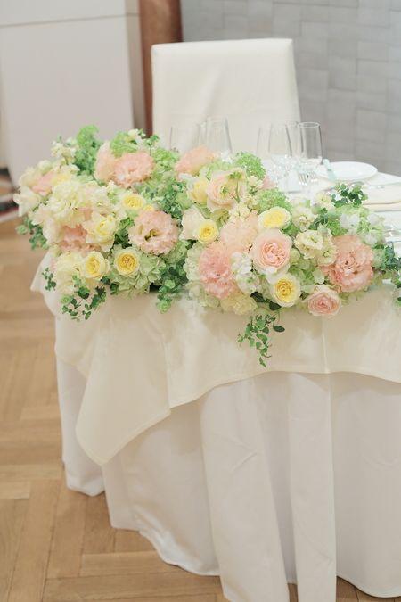 レストランひらまつレゼルブ様への高砂装花と、卓上装花です。ブーケの最後の確認をしていたところちょうど花嫁様が出ていらしてブーケかわいい!と喜んでくださいま...