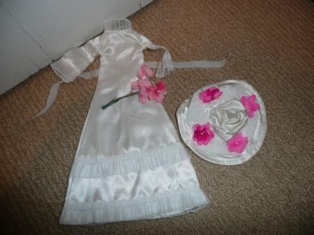 Doll's wedding dress, hat, bouquet - believe original Sindy - 1970s