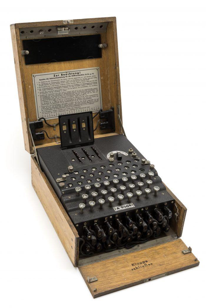 Machine de chiffrement électromécanique Enigma Seconde Guerre mondiale DGSE – Ministère de la Défense © Paris - Musée de l'Armée, Dist. RMN-Grand Palais / Pascal Segrette