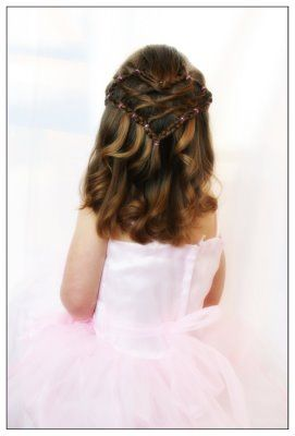 Valentines Day is just around the corner. Here's an easy heart hairstyle that doesn't require french braiding. Just a regular braid! Cute crisscross middle is great.