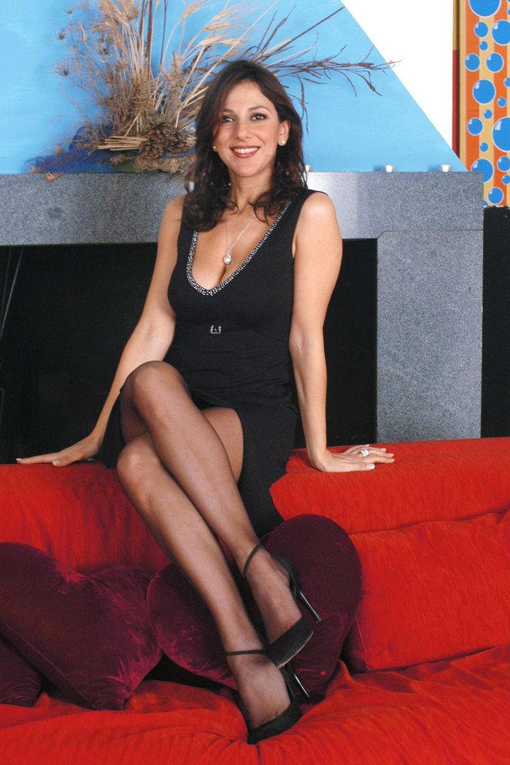 Pin On Celebrities In Pantyhose-2864