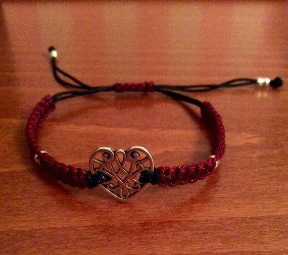 Heart macrame bracelet