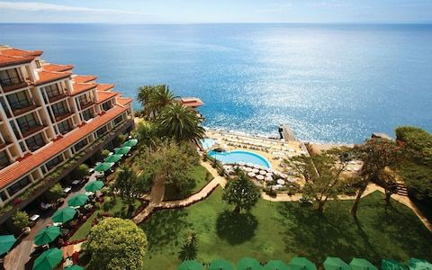 An insider's guide to the best beach hotels in Madeira, including the best for sea access, ocean views, infinity pools, luxury services and spas, in locations including Funchal, Arco de Calheta, Porto Moniz and Ponta do Sol. Please note that Madeira doesn't have very many sandy beaches, so some of the hotel recommendations below include those with direct access to the sea from a promenade or rocks.