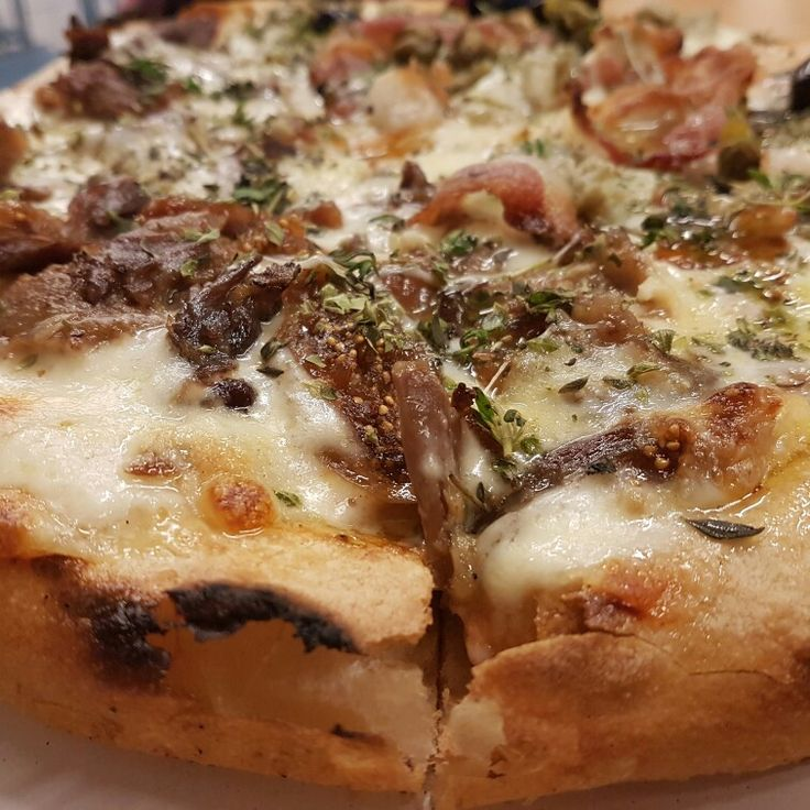 Pizza de higos y pato. #cenandoconangela @Picsa @angeliya_id