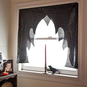 Dramatic curtains made from trash bags.: Halloween Parties, Vampires Parties, Halloween Decor, Crafts Bags, Halloween Vampires, Black Curtains, Halloween Curtains, Curtains Crafts, Halloween Ideas