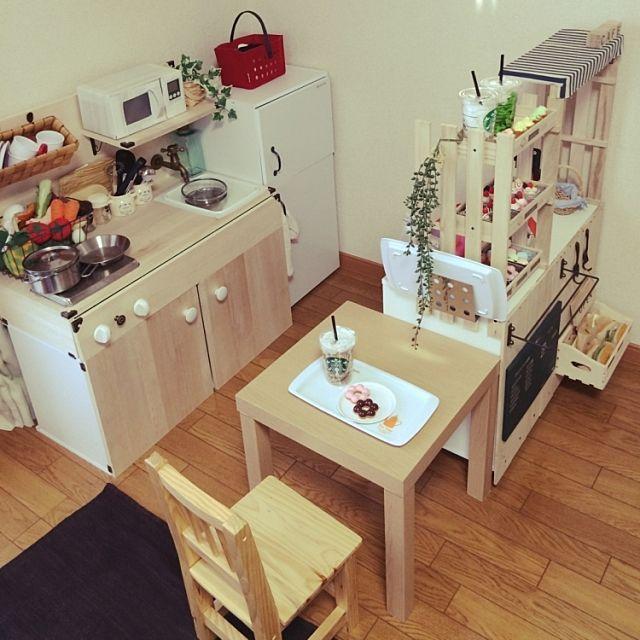 女性で、のキッズスペース/ままごとキッチン/カラーボックス/ダイソー/IKEA/100均…などについてのインテリア実例を紹介。(この写真は 2014-10-23 07:34:52 に共有されました)
