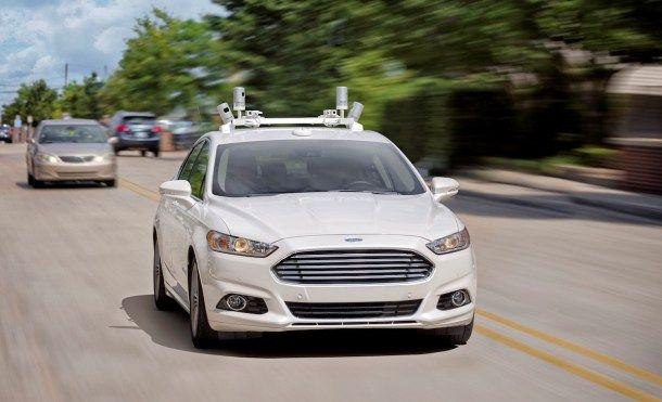 Confirmado el primer coche autónomo de Ford llegará en 2021   Ford acaba de anunciar la fecha en la que tendrá listo su primer coche autónomo para uso compartido en 2021.    Más de 10 años de investigación sobre conducción autónoma comienzan a ver sus frutos. En 2021 Ford tendrá listo su primer coche autónomo al nivel SAE 4 para uso compartido eso sí. SAE 4 significa que estaremos ante un coche que no tendra ni volante ni pedales de freno o acelerador.  Desde Ford quieren aclarar que este…