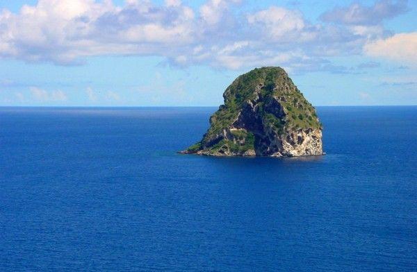 Location Voilier / Bateau Martinique. Profiter d'un programme authentique pour découvrir toutes les beautés du territoire à bord d'un voilier .