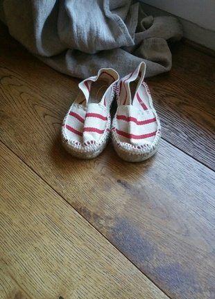 À vendre sur #vintedfrance ! http://www.vinted.fr/mode-enfants/sandales-and-nu-pieds/38094674-espadrilles-enfant-neuves-blanc-et-rouge