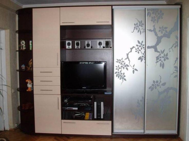 шкаф купе с телевизором..