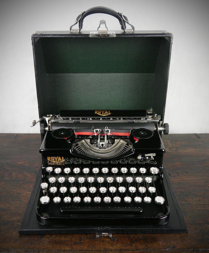 Vintage Royal Portable Typewriter Part - 22: 1920s Royal Portable Typewriter. Stunning Mint Condition! Rare Example.