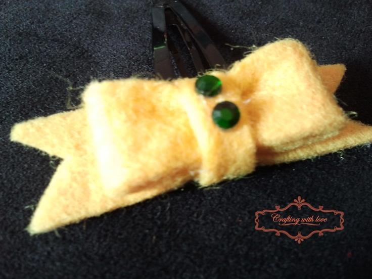 Handmade felt bow hair clip.