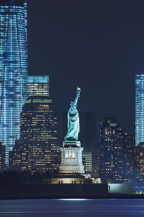 Pinterest estatua de la libertad, night, #places - Estados Unidos photography #skyline