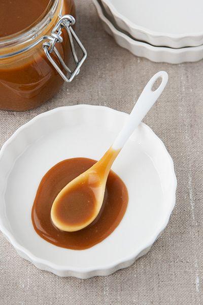 Come preparare facilmente in casa una irresistibile salsa al caramello, tipo mou