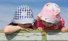 Bunter Sonnenschutz für die Kleinen Sonnenhut nähen . Schnittmuster . Tutorial . Freebook . Applikationen leben-und-erziehen.de