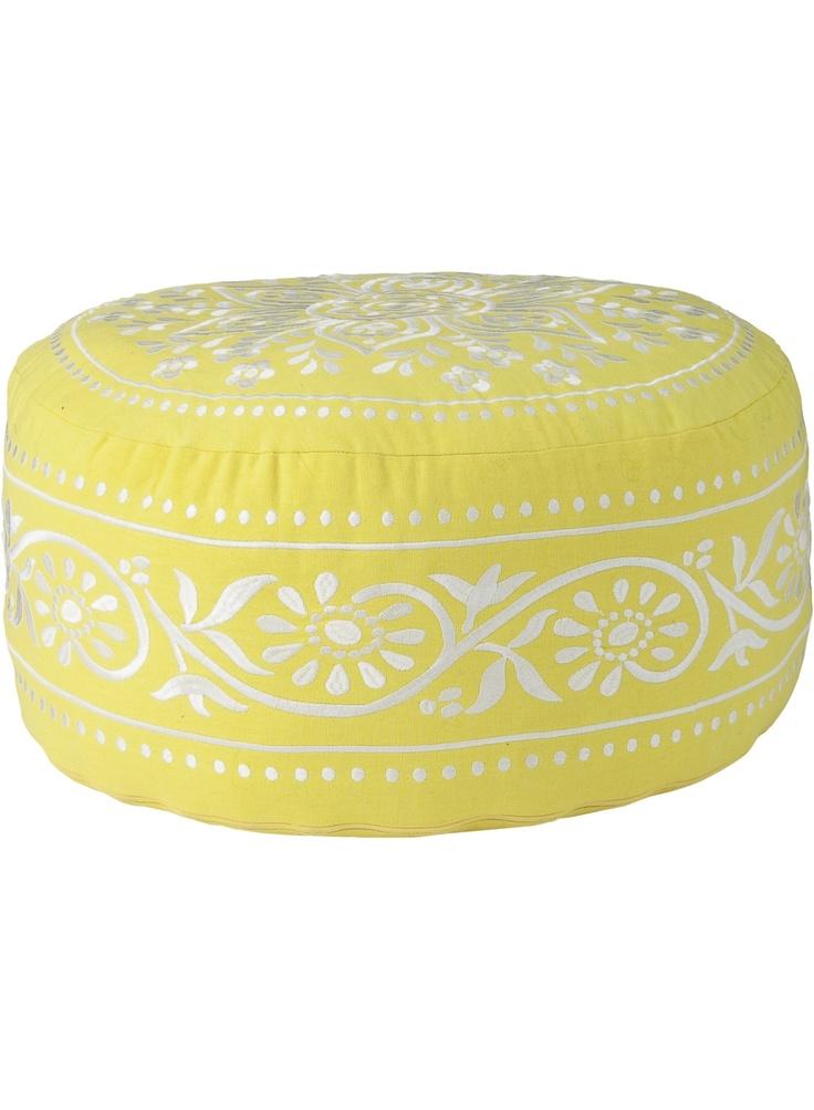 pouf brod blanc sur jaune d co pinterest poufs hotels and decoration. Black Bedroom Furniture Sets. Home Design Ideas