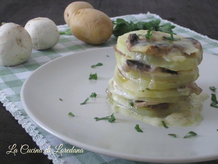 Una ricetta semplice per preparare un contorno delizioso adatto anche ad un'occasione importante: Millefoglie di patate e funghi con mozzarella filante