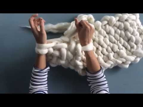 DIY — StyleCookie//no-sew chunky knit video tutorial! It's not in English...but you can still easily follow along