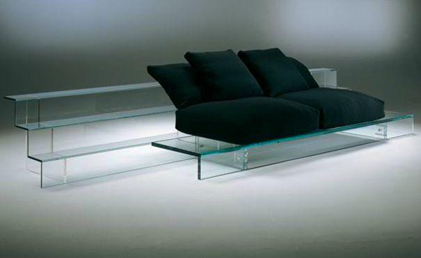 Szklane meble to nie tylko stoliki. To już całe kolekcje szafek, półek, regałów, a nawet foteli i kanap. Proszę nam wierzyć, są nie tylko piękne, ale i bardzo praktyczne :)