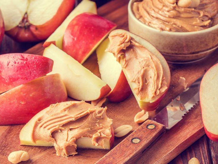 Du hast abends noch Hunger? Oder hast einfach nur Lust auf einen Snack? Dann gönn's dir! Diese 7 Lebensmittel kannst du genüsslich abends schlemmen - und anschließend über Nacht erschlanken...
