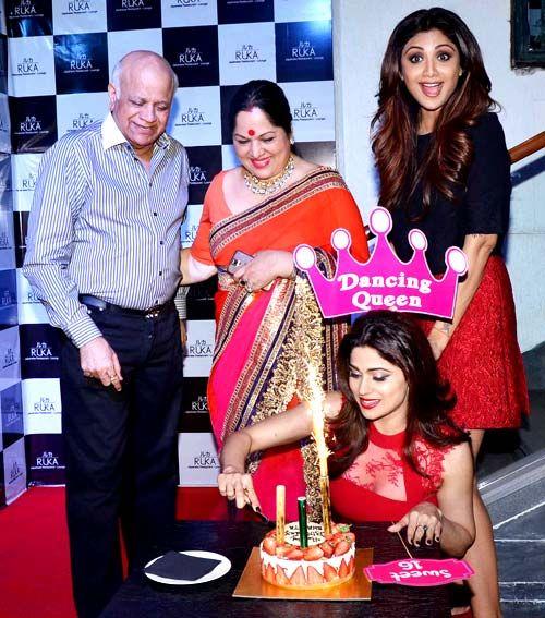 Shamita Shetty, Shilpa Shetty, parents Surendra Shetty and Sunanda Shetty during her birthday celebrations. #Bollywood #Fashion #Style #Beauty #Hot #Sexy