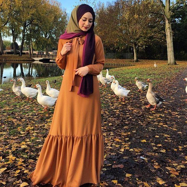 Olduğundan 5 kat daha zayıf ve uzun görünmek isteyenlere bir Şeyma tavsiyesi @miramodenl dan elbisem. 😍 her gören 'aaaay 45 kilo olmuşsun' deyince gece gündüz giyerim artık bunu dedim😁  @miramodenl sayfada çok güzel sade kıyafetler var😊 ben nişanımız için tercih etmiştim 💕  #hijab #hijabi #dailyhijab #instagram #iger #chichijab #igerturkey #fashion #hijabfashion #hijabilookbook #fashionmodesty #hijabhigh #turkish #iphonesia