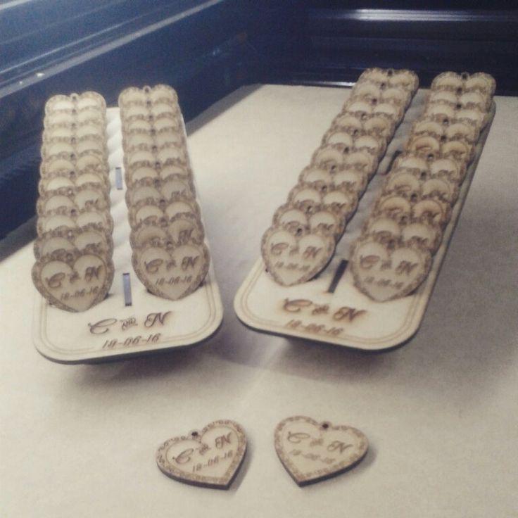 Diseño y fabricación con corte y grabado láser - Llaveros para recuerdos @INKdustrial_DS