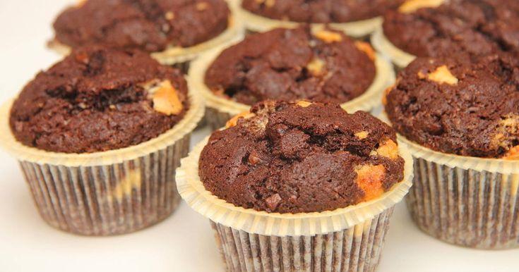 Mennyei Csokis muffin recept! Isteni finom csokis muffin recept, csokiszemcsékkel megbolondítva! Igazi extracsokis muffin recept! ;) Készítsd el te is, nagyon finom! :)