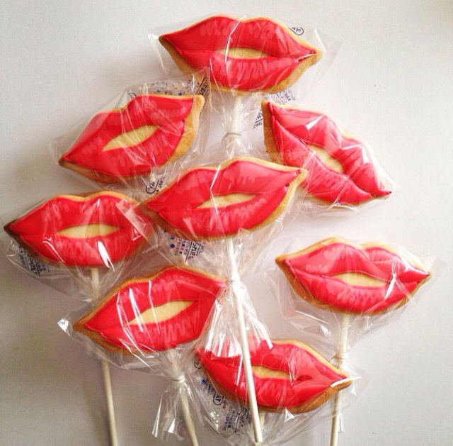 ♔ Red lip cookies on sticks! Perfect for a bridal shower ~