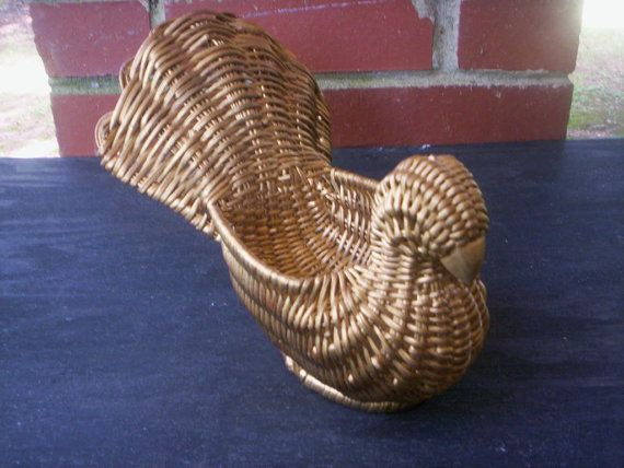 Bird shaped basket/Bird basket/Wicker basket/Woven basket/Wick and wood…