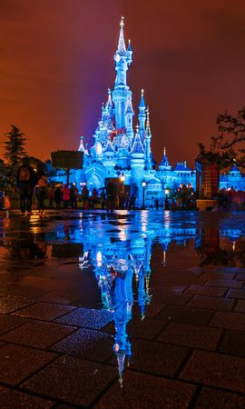 Disneyland Resort Paris is an amazing place, with severalhotels, two parks, and more. This guide covers what you need to know before heading to Disneyland