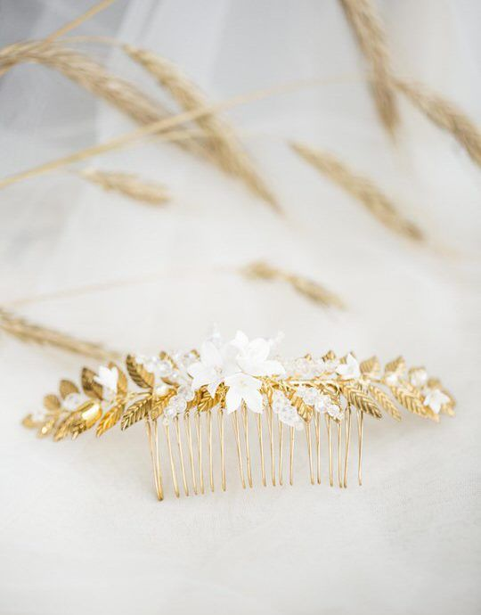 floral wedding comb with gold leaves