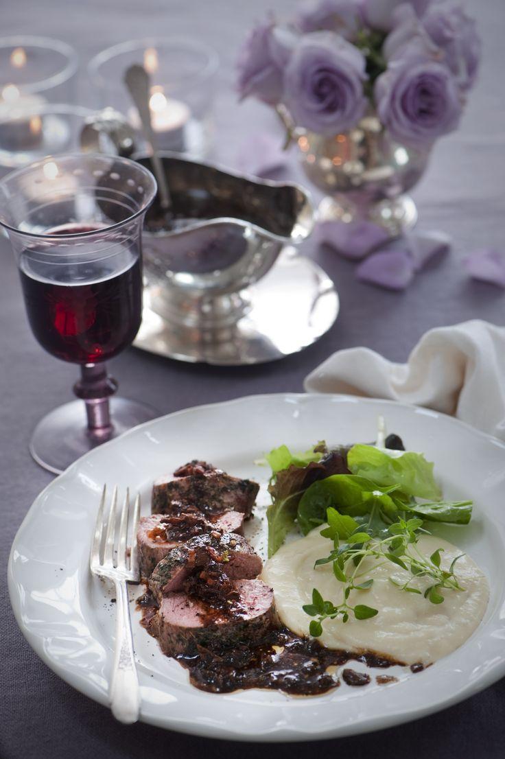 Lammytterfilé med karljohanssky och jordärtskockspuré med tryffelsmak, en lyxig och välsmakande varmrätt till nyår.