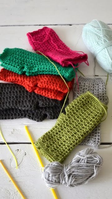 Crochet Wristwarmers - Tutorial ❥  Site is in Dutch, but the tutorial with pictures is good...