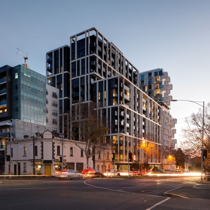 Gallery of The Eminence / Plus Architecture - 4
