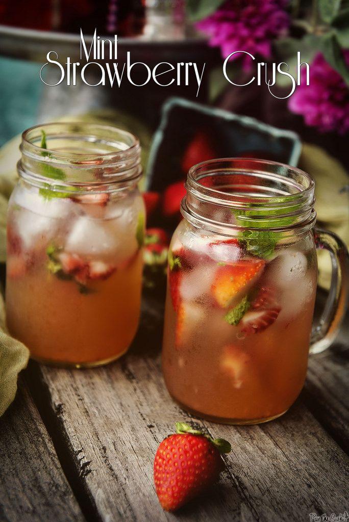 Mint Strawberry Crush Cocktail || PasstheSushi.com