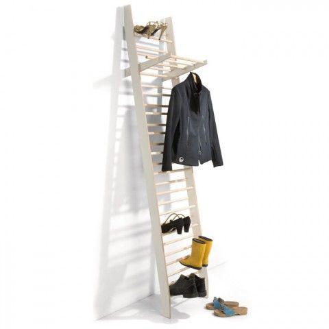 Zeugwart is a minimal, freestanding coat/shoerack. Designed by Alexander Schmied.    02 / 20 / 2013