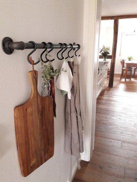 Hereinspaziert! 10 neue Wohnungseinblicke | SoLebIch.de    Foto: Mäggi S  #dekoration #einrichtung #flur #inspiration #deko #holzbrett #wandgestaltung #Landhausstil