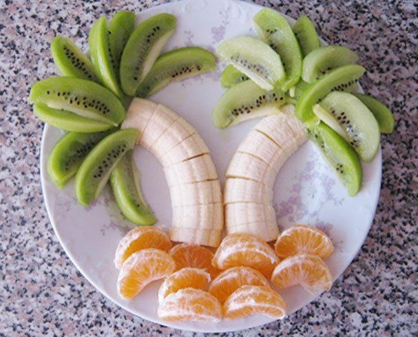 nice presentation of fruits in palm-tree design.