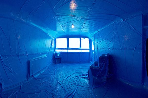 Penique Productions is a group of artists from different disciplines create these temporary interior installations.