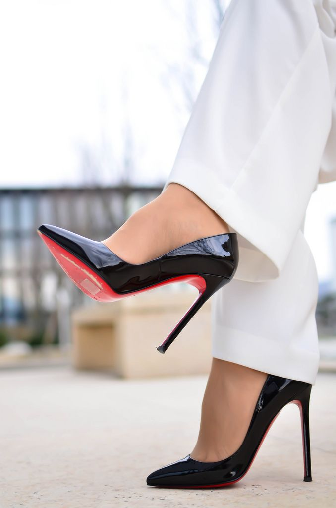 black patent louboutins modelled by blogger pashionality. #shoeporn