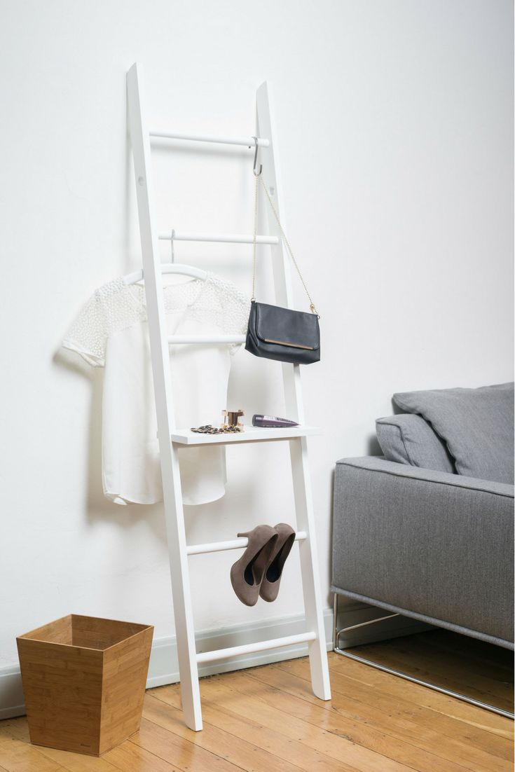 Weiß lackierte Kleiderleiter! Hingucker im Schlafzimmer und super einfach Ordnung schaffen :) Handtuchhalter, Kleiderständer, Herrendiener, Stummer Diener, Garderobe. Rabattcode PIN5OFF