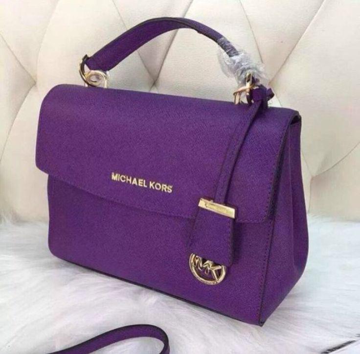 I love Michael Kors tote.They're super stylish $68 OMG!!http://seasonalbags.grupompr.com/