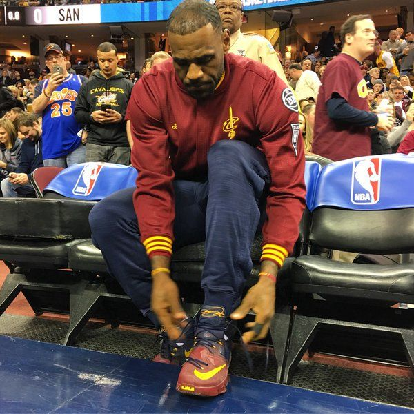 LeBron laces up for Cavs vs. Spurs