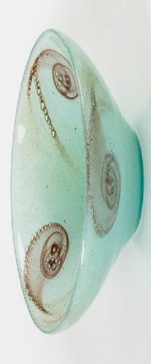 Ludvika Smrčková (1903–1991) Miska, 40. léta  sklo čeřené (pulegoso) s foukanými pigmenty, hutně tvarované | v. 6 cm, ø 22 cm | Českomoravské sklárny, Krásno nad Bečvou, Velké Meziříčí